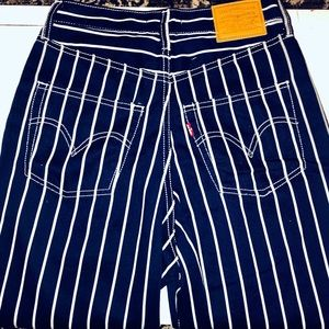 NWT LEVI'S STRIPED RIBCAGE PLEATED JEAN